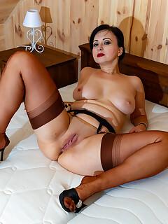 Spread legs sex pics