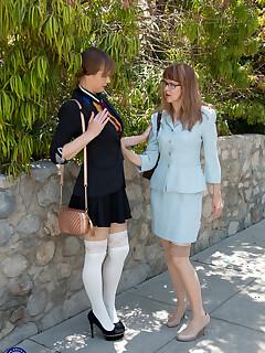 Public legs sex pics