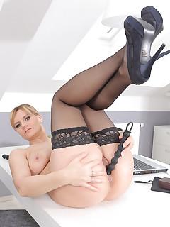 Mature Pictures Featuring 37 Year Old Charlotta Rose From AllOver30