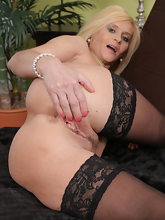 Mature Pictures Featuring 44 Year Old Starlet From AllOver30