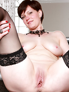 Mature Pictures Featuring 43 Year Old Olivia G From AllOver30