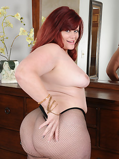 Mature Pictures Featuring 44 Year Old Marcy Diamond From AllOver30