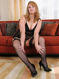 Mature Pictures Featuring 50 Year Old Catrina Costa From AllOver30