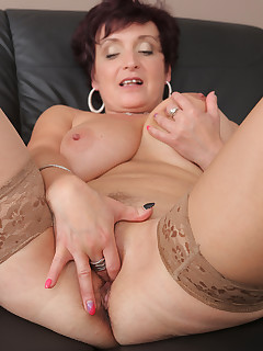 Featuring 52 Year Old Jessica Wild from Beroun, Czech Republic in High Quality Outside Mature and MILF Pictures and Movies
