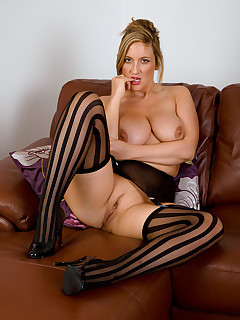 Mature Pictures Featuring 31 Year Old Jenny Badeau From AllOver30