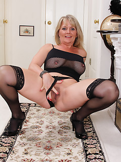Mature Pictures Featuring 48 Year Old Sherri Donovan From AllOver30