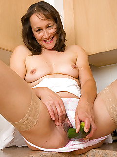 Mom legs sex pics