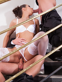 Bride in stockings gets into threesome