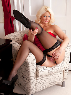 Anilos.com - Freshest mature women on the net featuring Anilos Olivia Jayne sexy anilos