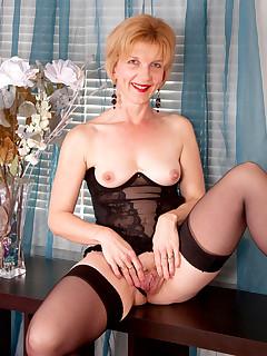 Anilos.com - Freshest mature women on the net featuring Anilos Poppy anilos list