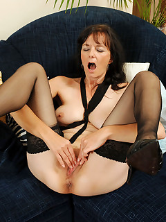 Anilos.com - Freshest mature women on the net featuring Anilos Renie naughty milf