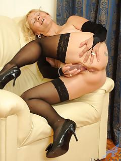 Older Women legs sex pics