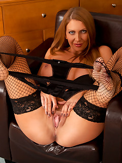 Anilos.com - Freshest mature women on the net featuring Anilos Leigh Darby mature stocking