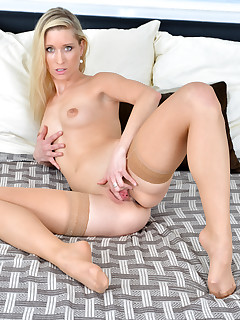 Anilos.com - Freshest mature women on the net featuring Anilos Uma Zex anilos gallery