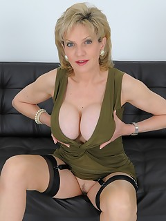 Lady Sonia - Big Nipples In Green