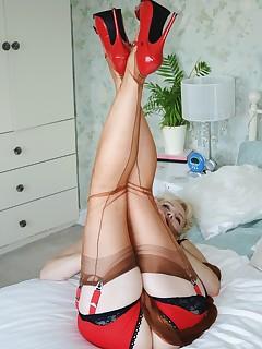 NylonSue | nylonsue.com | elegant mature model with a nylon fetish