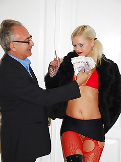 Jim Slip - UK Street Slut: Bea Stiel