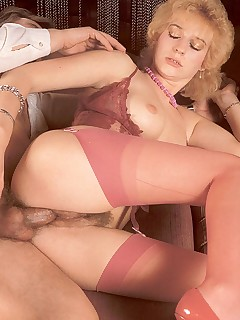 Old blonde loves it rough
