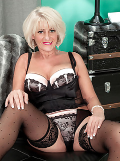 50 Plus MILFs - Desire's afernoon delight - Desire Collins and James Kickstand (47 Photos)