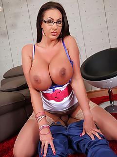 Curvy Doc's Tits To Suck free photos and videos on HandsonHardcore.com