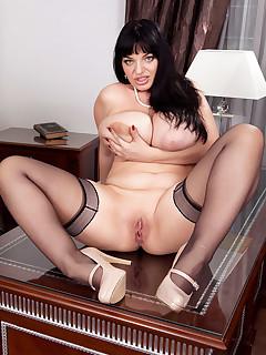 Big Tits legs sex pics