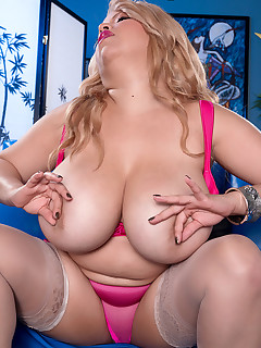 Scoreland - New York City Titty Girl - Nancy Navarro (87 Photos)