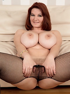 Scoreland - Vanessa's Busting Out - Vanessa Y. (90 Photos)