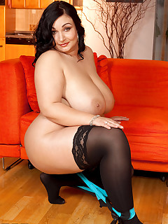 XL Girls - Curvy & Thick - Raquel Grant (55 Photos)