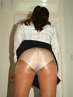 UK Pantyhose Slut