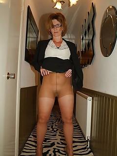 UK Mature in Pantyhose