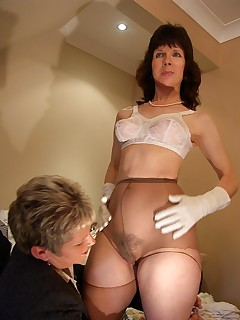 UK Matures in Pantyhose
