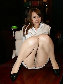Japanese hot brunette Saki loves showing off | Japan HDV