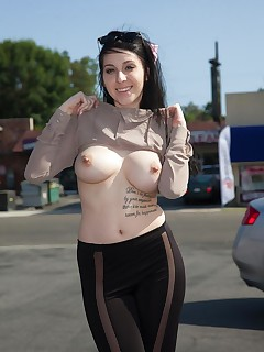 Busty alt babe with pierced tits - Pichunter