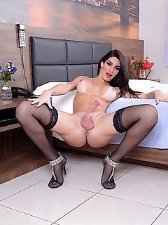 sexy and pretty tranny graziella cinturinha naked shemale photos silicon tits